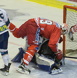 11.09.2015, Stadthalle, Klagenfurt, AUT, EBEL, EC KAC vs Fehervar AV 19, im Bild Jean-François Jacques (EC KAC, #39), Miklos Rajna (Fehervar AV 19, #31) // during the Erste Bank Eishockey League match betweeen EC KAC and Fehervar AV 19 at the City Hall in Klagenfurt, Austria on 2015/09/10. EXPA Pictures © 2015, PhotoCredit: EXPA/ Gert Steinthaler
