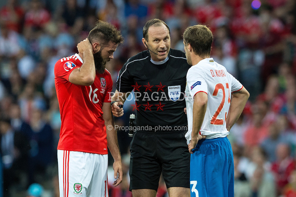 TOULOUSE, FRANCE - Monday, June 20, 2016: Referee Cuneyt Cakir speaks to Wales' Joe Ledley and Russia's Dmitri Kombarov during the final Group B UEFA Euro 2016 Championship match at Stadium de Toulouse. (Pic by Paul Greenwood/Propaganda)