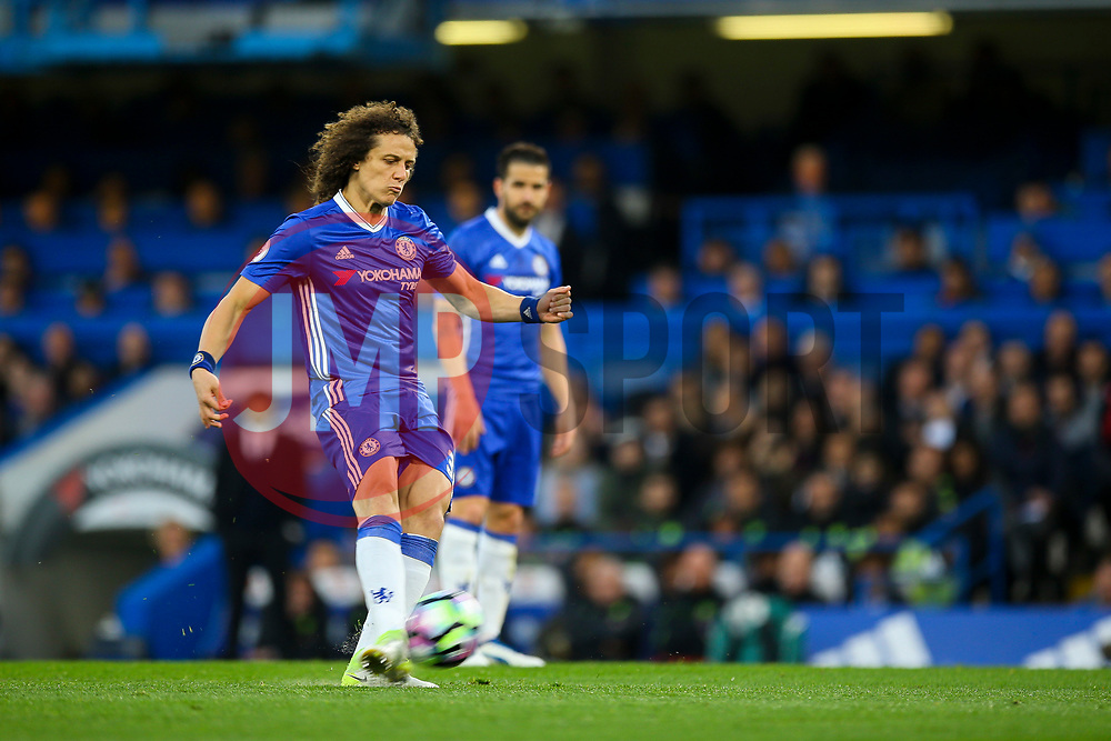 Marcos Alonso of Chelsea free kick - Mandatory by-line: Jason Brown/JMP - 08/05/17 - FOOTBALL - Stamford Bridge - London, England - Chelsea v Middlesbrough - Premier League