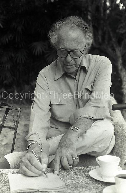 Geoffrey Bawa at his home in Lunuganga.<br /> circa June 1996