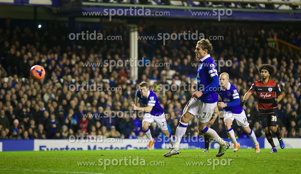 04.01.2014, Goodison Park, Liverpool, ENG, FA Cup, FC Everton vs Queens Park Rangers, 3. Runde, im Bild Everton's Nikica Jelavic misses, penalty, and the chance of, hat-trick, // during the English FA Cup 3rd round match between Everton FC and Queens Park Rangers at the Goodison Park in Liverpool, Great Britain on 2014/01/04. EXPA Pictures &copy; 2014, PhotoCredit: EXPA/ Propagandaphoto/ David Rawcliffe<br /> <br /> *****ATTENTION - OUT of ENG, GBR*****