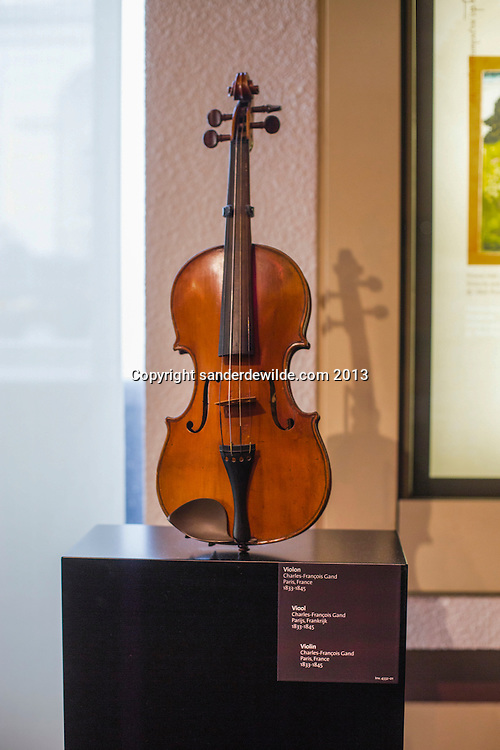 The  Museum of Musical Instruments (MIM) is a wonderful world of original and traditional pieces, from all periods of time and continents. Violin by Charles Francois Gand