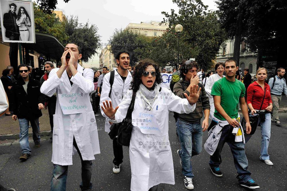 Roma 24 Ottobre 2008.Manifestazione degli studenti universitari contro la riforma Gelmini.Rome 24 October 2008 .Demonstration against the reform Gelmini of university students..