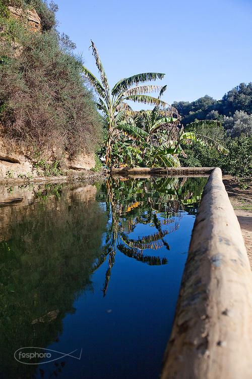 Agrigento, Valle dei Templi. Sistema di vasche arabe ripristinate per l'irrigazione del Giardino della Kolymbetra. Proprietà FAI.  ©2012 Vince Cammarata | FOS