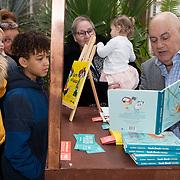 NLD/Amsterdam/20200220 - Bn'ers bij  aftrap campagne Lees voort!, Jack van Gelder leest voor