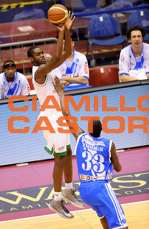 DESCRIZIONE : Milano Coppa Italia Final Eight 2014 Finale Montepaschi Siena Banco di Sardegna Sassari<br /> GIOCATORE : Josh Carter<br /> CATEGORIA : Tiro Three Points<br /> SQUADRA : Montepaschi Siena<br /> EVENTO : Beko Coppa Italia Final Eight 2014<br /> GARA : Montepaschi Siena Banco di Sardegna Sassari<br /> DATA : 09/02/2014<br /> SPORT : Pallacanestro<br /> AUTORE : Agenzia Ciamillo-Castoria/A.Giberti<br /> GALLERIA : Lega Basket Final Eight Coppa Italia 2014<br /> FOTONOTIZIA : Milano Coppa Italia Final Eight 2014 Finale Montepaschi Siena Banco di Sardegna Sassari Predefinita :