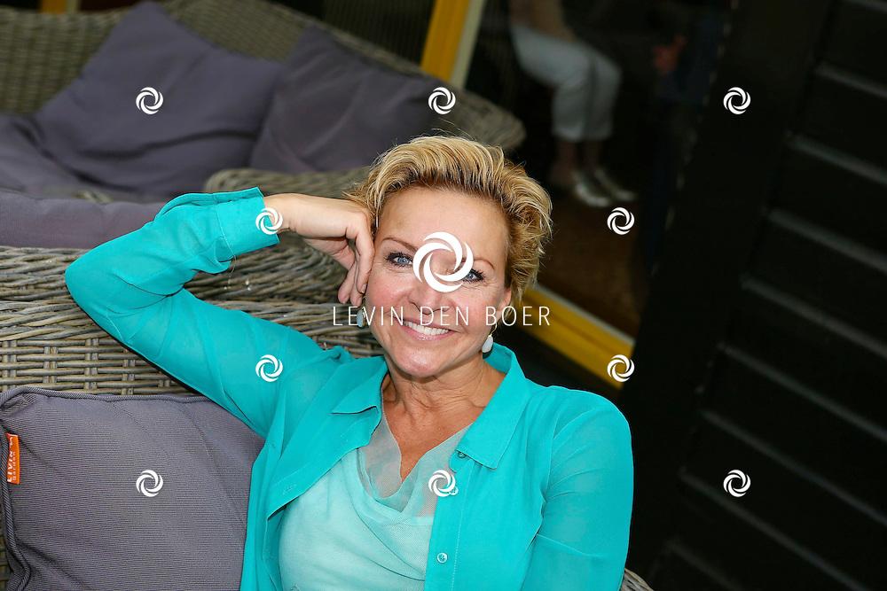 HIERDEN - In de Zwaluwhoeve is de Nederlandse primeur van de Mindspa. Met op de foto  Mariska van Kolck. FOTO LEVIN DEN BOER - PERSFOTO.NU