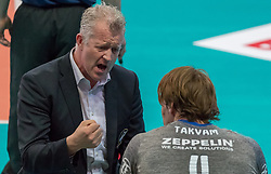 18.04.2018, Olympiahalle, Innsbruck, AUT, Volleyball Bundesliga, HYPO Tirol AlpenVolleys Haching vs Vfb Friedrichshafen, Halbfinale, 2. Spiel, im Bild v.l.: Trainer Vital Heynen (VfB Friedrichshafen) und Andreas Takvam (VfB Friedrichshafen) // during German Volleyball Bundeliga 2nd round semifinal playoff match between HYPO Tirol AlpenVolleys Haching vs Vfb Friedrichshafen at the Olympiahalle in Innsbruck, Austria on 2018/04/18. EXPA Pictures © 2018, PhotoCredit: EXPA/ Jakob Gruber