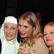Premiere Nonsens, Gerrie van der Kleij, Elle van Rijn en haar zusje