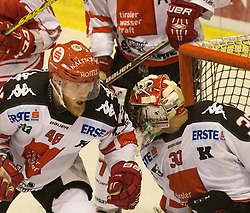 02.10.2015, Stadthalle, Klagenfurt, AUT, EBEL, EC KAC vs HC TWK Innsbruck Die Haie, im Bild David Liffton (HC TWK Innsbruck Die Haie #48), Andy Chiodo (HC TWK Innsbruck Die Haie #30) // during the Erste Bank Eishockey League match betweeen EC KAC and HC TWK Innsbruck Die Haie at the City Hall in Klagenfurt, Austria on 2015/190/02. EXPA Pictures © 2015, PhotoCredit: EXPA/ Gert Steinthaler