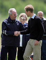 Photo: Paul Thomas.<br /> England Training Session. 01/06/2006.<br /> <br /> Sven Goran Eriksson meets Prince William.