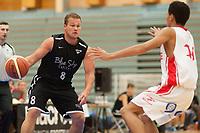 Basket<br /> 3. Oktober 2015<br /> BLNO<br /> Åpningshelg<br /> Haukelandshallen<br /> Gimle - Nidaros<br /> Chris Burger (L) , Nidaros Jets<br /> Lars Fredrik Mensah Espe (R) , Gimle<br /> Foto: Astrid M. Nordhaug