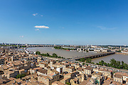 Vue sur la Garonne et le pont de pierre depuis la flêche de l'église Saint-Michel  // View of garonne riverside with pont de pierre stone bridge from Saint-Michel church roof
