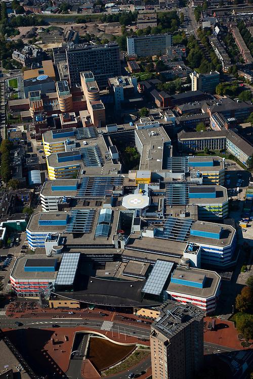Nederland, Groningen, Groningen Stad, 08-09-2009; Academisch Ziekenhuis (UMCG) onderdeel van de Rijks Universiteit Groningen (RUG). Onderdeel van het ziekenhuis is het Traumacentrum (met helipad voor trauma helikopter).luchtfoto (toeslag); aerial photo (additional fee required); .foto/photo  Siebe Swart