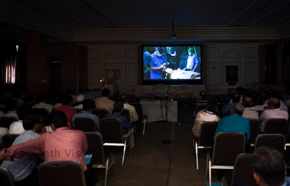 170 Neurosurgeons watch Professor, Juha Hernesniemi , perform a neurosurgery on a giant screen, at the Bombay Hospital in Mumbai, India, on Sunday, April 17, 2011. Photographer: Prashanth Vishwanathan/HELSINGIN SANOMAT