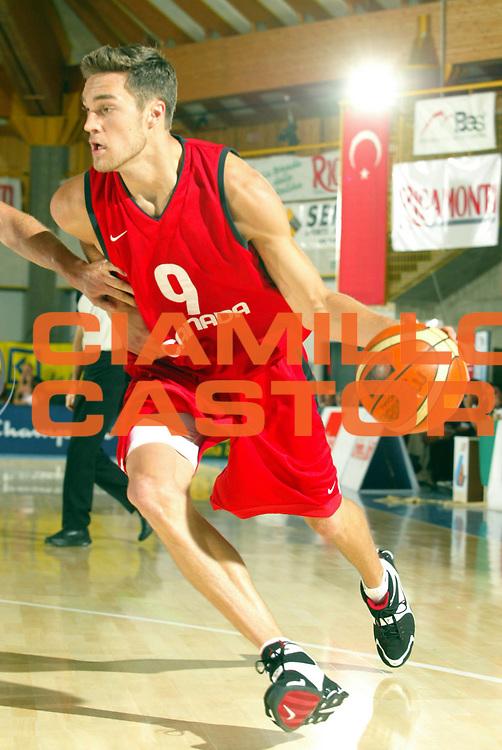 DESCRIZIONE : Bormio Trofeo Internazionale Diego Gianatti Canada Italia <br />GIOCATORE : Kendall <br />SQUADRA : Canada <br />EVENTO : Bormio Trofeo Internazionale Diego Gianatti Canada Italia <br />GARA : Canada Italia<br />DATA : 21/07/2006 <br />CATEGORIA : Palleggio  <br />SPORT : Pallacanestro <br />AUTORE : Agenzia Ciamillo-Castoria/M.Marchi<br />Galleria : FIP Nazionale Italiana <br />Fotonotizia : Bormio Trofeo Internazionale Diego Gianatti Canada Italia