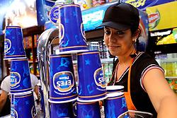 05-09-2009 VOLLEYBAL: EUROPEES KAMPIOENSCHAP NEDERLAND - RUSLAND: ISTANBUL<br /> Nederland verliest met 3-2 van Rusland / Verkoop van bier ging hard bij de Finnen en Esten<br /> ©2009-WWW.FOTOHOOGENDOORN.NL