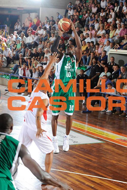 DESCRIZIONE : Castelfiorentino Lega A 2009-10 Basket Torneo V. Martini Montepaschi Siena Cimberio Pallacanestro Varese<br /> GIOCATORE : Romain Sato<br /> SQUADRA : Montepaschi Siena<br /> EVENTO : Campionato Lega A 2009-2010 <br /> GARA : Montepaschi Siena Cimberio Pallacanestro Varese<br /> DATA : 12/09/2009<br /> CATEGORIA : tiro<br /> SPORT : Pallacanestro <br /> AUTORE : Agenzia Ciamillo-Castoria/G.Ciamillo