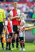 ROTTERDAM - Feyenoord - Valencia , Eredivisie, Voetbal, Seizoen 2016-2017, Feyenoord stadion de Kuip23-07-2016 , Feyenoord speler Dirk Kuyt met zijn kids op het veld tijdens de line-up