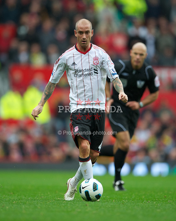 MANCHESTER, ENGLAND - Sunday, September 19, 2010: Liverpool's Raul Meireles in action against Manchester United during the Premiership match at Old Trafford. (Photo by David Rawcliffe/Propaganda)
