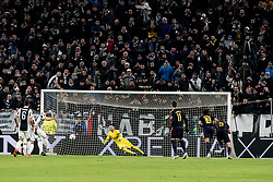 February 13, 2018 - Turin, Piedmont/Italy, Italy - Gonzalo Higuain scores the penality during the Champions League match Juventus FC vs Tottenham Hotspurs FC. Final score was 2-2 in Juventus Stadium, Turin, Italy 13th february 2018  (Credit Image: © Alberto Gandolfo/Pacific Press via ZUMA Wire)