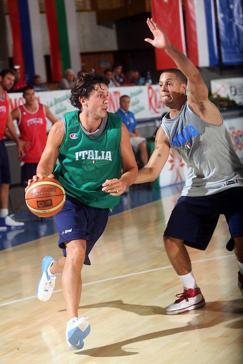DESCRIZIONE : Bormio Ritiro Nazionale Italiana Maschile Preparazione Eurobasket 2007 Allenamento Preparazione fisica<br /> GIOCATORE : Marco Mordente<br /> SQUADRA : Nazionale Italia Uomini EVENTO : Bormio Ritiro Nazionale Italiana Uomini Preparazione Eurobasket 2007 GARA : <br /> DATA : 22/07/2007 <br /> CATEGORIA : Allenamento <br /> SPORT : Pallacanestro <br /> AUTORE : Agenzia Ciamillo-Castoria/E.Castoria<br /> Galleria : Fip Nazionali 2007 <br /> Fotonotizia : Bormio Ritiro Nazionale Italiana Maschile Preparazione Eurobasket 2007 Allenamento <br /> Predefinita :