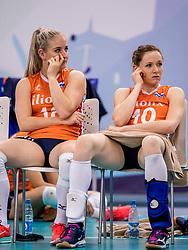 01-10-2017 AZE: Final CEV European Volleyball Nederland - Servie, Baku<br /> Nederland verliest opnieuw de finale op een EK. Servi&euml; was met 3-1 te sterk / Marrit Jasper #18 of Netherlands, Lonneke Sloetjes #10 of Netherlands