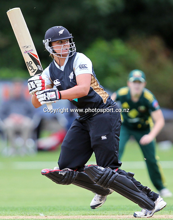 Suzie Bates in action for the White Ferns.<br /> Cricket - Rosebowl Series. Twenty20 International - New Zealand White Ferns v Australia, 18 February 2011, Queens Park, Invercargill, New Zealand.<br /> Photo: Rob Jefferies / www.photosport.co.nz