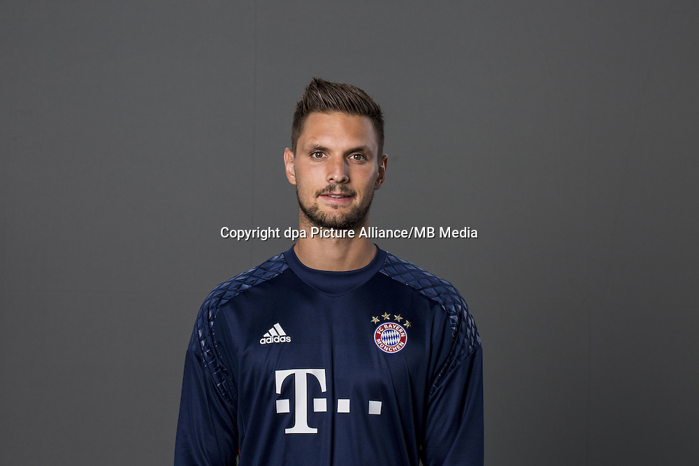 HANDOUT - MUNICH, GERMANY - AUGUST 10: Goalkeeper Sven Ulreich of FC Bayern Munich pose during the team presentation on August 10, 2016 in Munich, Germany. Photo: Marc Mueller/Bongarts/Getty Images/dpa (Note: Editorial use only - Photo credit should read: Marc Mueller/Bongarts/Getty Images/dpa) | usage worldwide
