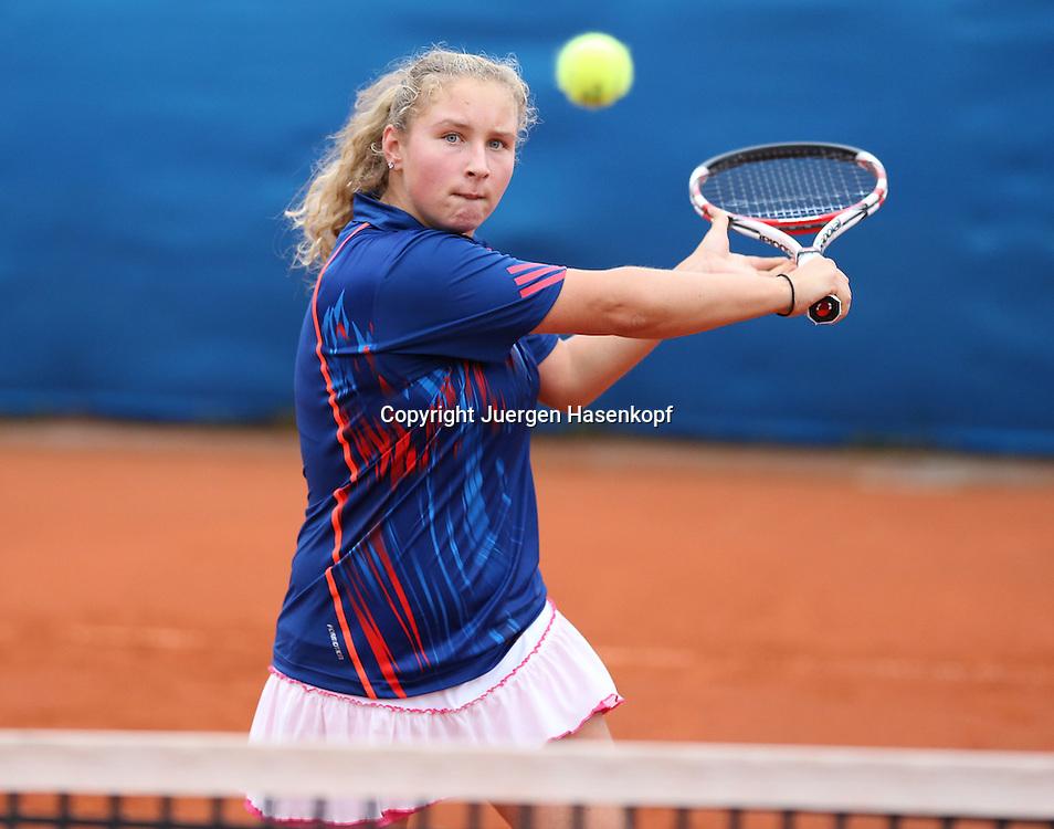 Spielerin Jelena Stojanovic (AUS) trainiert ihren Rueckhand Flugball,Volley, junge Tennis Talente,Spieler,Aktion,Einzelbild,Halbkoerper,Querformat,