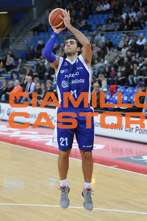 DESCRIZIONE : Pesaro Lega A 2012-13 Scavolini Banca Marche Pesaro Chebolletta Cantu<br /> GIOCATORE : Pietro Aradori<br /> CATEGORIA : tiro three points<br /> SQUADRA : Chebolletta Cantu<br /> EVENTO : Campionato Lega A 2012-2013 <br /> GARA : Scavolini Banca Marche Pesaro Chebolletta Cantu<br /> DATA : 18/11/2012<br /> SPORT : Pallacanestro <br /> AUTORE : Agenzia Ciamillo-Castoria/C.De Massis<br /> Galleria : Lega Basket A 2012-2013  <br /> Fotonotizia : Pesaro Lega A 2012-13 Scavolini Banca Marche Pesaro Chebolletta Cantu<br /> Predefinita :