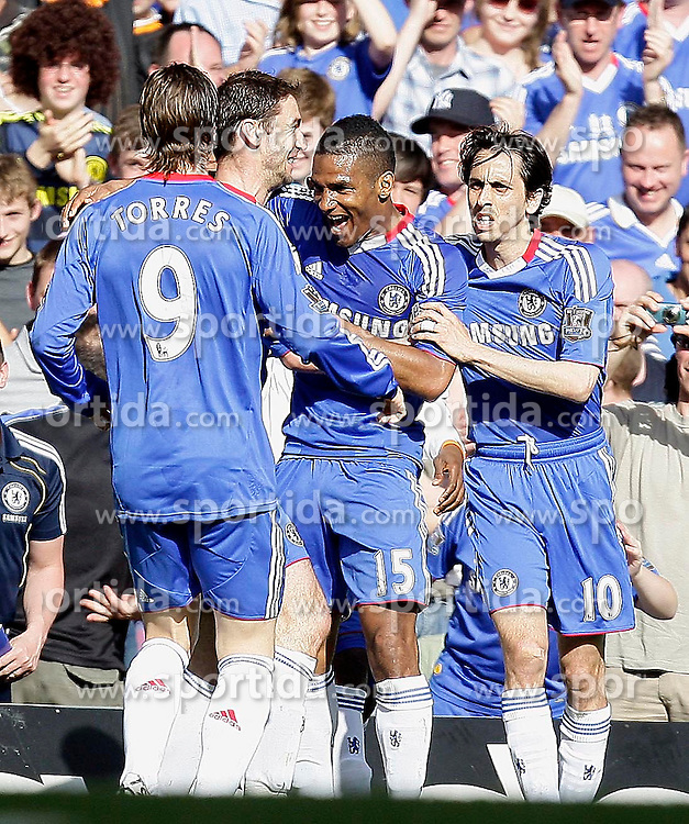 09.04.2011, Stamford Bridge, London, ENG, PL, Chelsea vs Wigan Athletic, im Bild Florent Malouda of Chelsea      scores the goal of the 1-0 and celebrates   during the match Chelsea vs Wigan Athletic  for the EPL  at Stamford Bridge in `London  on 09/04/2011. EXPA Pictures © 2011, PhotoCredit: EXPA/ IPS/ Marcello Pozzetti +++++ ATTENTION - OUT OF ENGLAND/UK and FRANCE/FR +++++