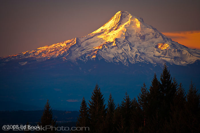 Mount Hood, Oregon, piiat sunrise from the north
