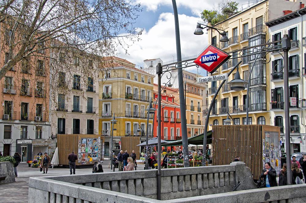 Salida de Tirso de Molina, Metro de Madrid. Tirso de Molina Metro station in Madrid. Spain.