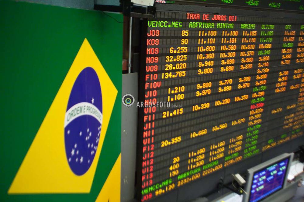 Operadores no pregao da Bolsa Mercantil de Futuros, BM&F em Sao Paulo. / Traders work at the Bolsa de Mercadorias e Futuros, or Brazilian Mercantile and Futures Exchange (BM&F), in Sao Paulo, Brazil, on Thurday, Mar, 26, 2009