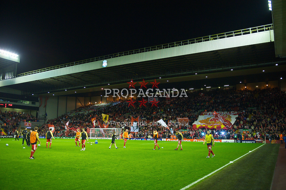 LIVERPOOL, ENGLAND - Tuesday, March 10, 2009: Liverpool's players warm-up before during the UEFA Champions League First Knockout Round 2nd Leg match against Real Madrid at Anfield. (Photo by David Rawcliffe/Propaganda)
