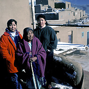Toas - 3 generations - Native American - extended Family, Toas Pueblo, Toas, NM