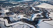 Nederland, Noord-Holland, Naarden, 07-01-2010; Naarden vesting met  bastions en omwalling. De stervorm van de vestingstad is door de sneeuw goed te onderscheiden..Star-shaped historical fortress in the snow.luchtfoto (toeslag), aerial photo (additional fee required).foto/photo Siebe Swart