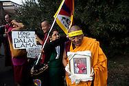 Roma 23 Ottobre 2010.Marcia Internazionale per la Libertà dei popoli Birmano, Iraniano, Tibetano, Uyghuro.Monaci tibetani si preparano per la manifestazione.Rome October 23,2010.Marcia International Freedom of the people of Burma, Iran, Tibetan, Uyghur