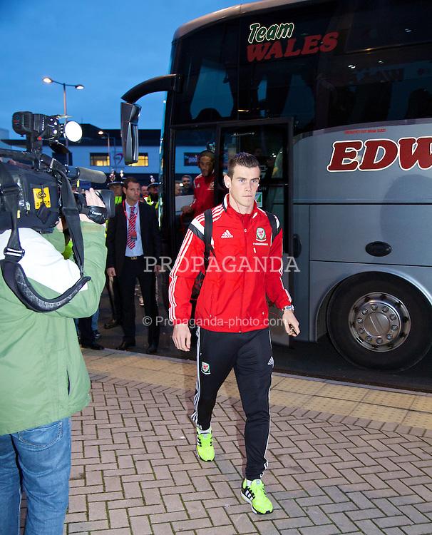 CARDIFF, WALES - Saturday, November 16, 2013: Wales' Gareth Bale arrives at the Cardiff City Stadium ahead of the International Friendly match against Finland. (Pic by David Rawcliffe/Propaganda)