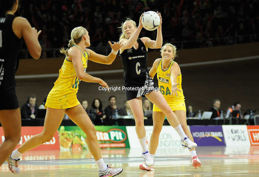 Laura Langman in control for the Ferns. Constellation cup netball. Silver Ferns v Australian Diamonds at ILT Velodrome, Invercargill, New Zealand. Sunday 15th september 2013. New Zealand. Photo: Richard Hood/photosport.co.nz