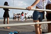 Fashion Show on the Boardwalk, Rockaway Beach, Queens, New York, USA..Rockaway is making a comeback for New Yorkers who share the endless beach with the locals on weekends. Rockaway Beach is  also one of the favorite spots for surfers on the East Coast, a stretch of the beach is reserved exclusively for them. ..Deutsch: ..Modenschau auf dem Boardwalk am Rockaway Beach, Queens, New York, USA, Nordamerika..Rockaway erlebt eine Renaissance. Urlaubsreife New Yorker teilen sich an den Sommerwochenenden den endlosen Strand mit den Einwohnern der Halbinsel im Stadtteil Queens. Auch die Surfer zieht es hierher, es ist mittlerweile einer der beliebtesten Surfstraende der Ostkueste und die Stadt hat eigens einen Abschnitt nur fuer Surfer reserviert. Die meisten Straende sind mit der Ubahn erreichbar, auch eine neue Faehre verbindet Manhattan mit Rockaway's Jacob Riis Park in 75 Minuten.