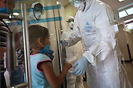 30 april  2009 - Mexico City, Mexico - Staff treat suspected cases of Swine flu at the General Naval Hospital in Mexico City. ---© Trevor Snapp