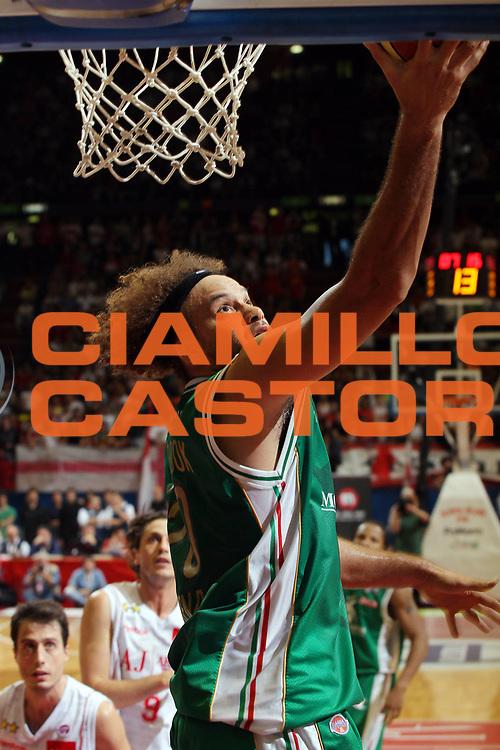 DESCRIZIONE : Milano Lega A 2009-10 Playoff Finale Gara 3 Armani Jeans Milano Montepaschi Siena<br /> GIOCATORE : Shaun Stonerook<br /> SQUADRA : Montepaschi Siena<br /> EVENTO : Campionato Lega A 2009-2010 <br /> GARA : Armani Jeans Milano Montepaschi Siena<br /> DATA : 17/06/2010<br /> CATEGORIA : Tiro<br /> SPORT : Pallacanestro <br /> AUTORE : Agenzia Ciamillo-Castoria/G.Cottini<br /> Galleria : Lega Basket A 2009-2010 <br /> Fotonotizia : Milano Lega A 2009-10 Playoff Finale Gara 3 Armani Jeans Milano Montepaschi Siena<br /> Predefinita :