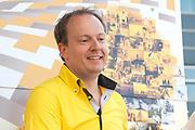 Uitreiking Gele trui na eerste etappe in Utrecht na de individuele tijdrit van 13,8 km.<br /> <br /> Presentation Yellow jersey after the first stage in Utrecht after the individual time trial of 13.8 km.<br /> <br /> Op de foto / On the photo:  Tourwethouder Jeroen Kreijkamp