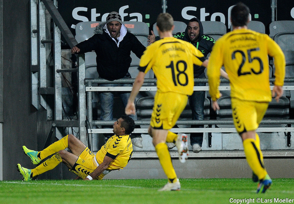 Horsens, Denmark, 20111017, Superleague, AC Horsens - FC København:.Gilberto Macena, AC Horsens. scores to 2-0..Photo: Lars Moeller