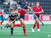 AMSTELVEEN  - Duel tussen Macey de Ruiter (Laren) en Noor de Baat (Adam) tijdens de hoofdklasse competitiewedstrijd hockey dames , Amsterdam-Laren (3-0)  , COPYRIGHT KOEN SUYK