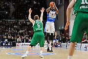 DESCRIZIONE : Beko Legabasket Serie A 2015- 2016 Dinamo Banco di Sardegna Sassari - Sidigas Scandone Avellino <br /> GIOCATORE : Tony Mitchell<br /> CATEGORIA : Tiro Tre Punti Three Point<br /> SQUADRA : Dinamo Banco di Sardegna Sassari<br /> EVENTO : Beko Legabasket Serie A 2015-2016 <br /> GARA : Dinamo Banco di Sardegna Sassari - Sidigas Scandone Avellino <br /> DATA : 28/02/2016 <br /> SPORT : Pallacanestro <br /> AUTORE : Agenzia Ciamillo-Castoria/C.Atzori