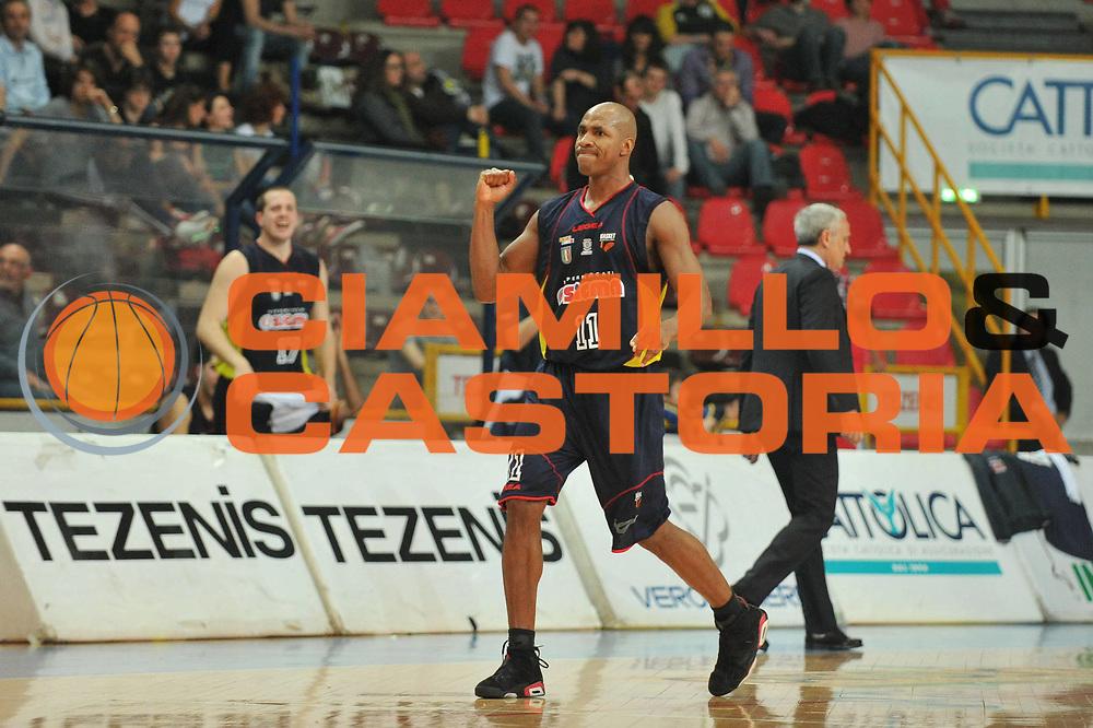 DESCRIZIONE : Verona Lega Basket A2 2010-11 Tezenis Verona Sygma Barcellona<br /> GIOCATORE : Michael Hicks <br /> SQUADRA : Tezenis Verona Sygma Barcellona<br /> EVENTO : Campionato Lega A2 2010-2011<br /> GARA : Tezenis Verona Sygma Barcellona<br /> DATA : 02/04/2011<br /> CATEGORIA : Esultanza<br /> SPORT : Pallacanestro <br /> AUTORE : Agenzia Ciamillo-Castoria/M.Gregolin<br /> Galleria : Lega Basket A2 2010-2011 <br /> Fotonotizia : Verona Lega A2 2010-11 Tezenis Verona Sygma Barcellona<br /> Predefinita :