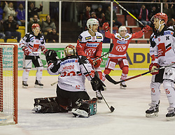 09.12.2016, Stadthalle, Klagenfurt, AUT, EBEL, EC KAC vs HC TWK Innsbruck, 28. Runde Grunddurchgang, im Bild Mario Lamoureux (HC TWK Innsbruck, #90), Andy Chiodo (HC TWK Innsbruck, #30), Thomas Hundertpfund (EC KAC, #27), Austin Smith (HC TWK Innsbruck, #16) // during the Erste Bank Eishockey League 28th match at preliminary round betweeen KAC vs HC TWK Innsbruck at the City Hall in Klagenfurt, Austria on 2016/12/09. EXPA Pictures © 2016, PhotoCredit: EXPA/ Gert Steinthaler